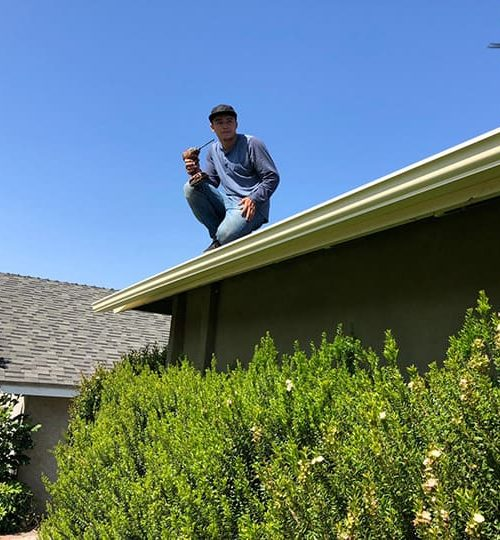 energy-roofing-worker